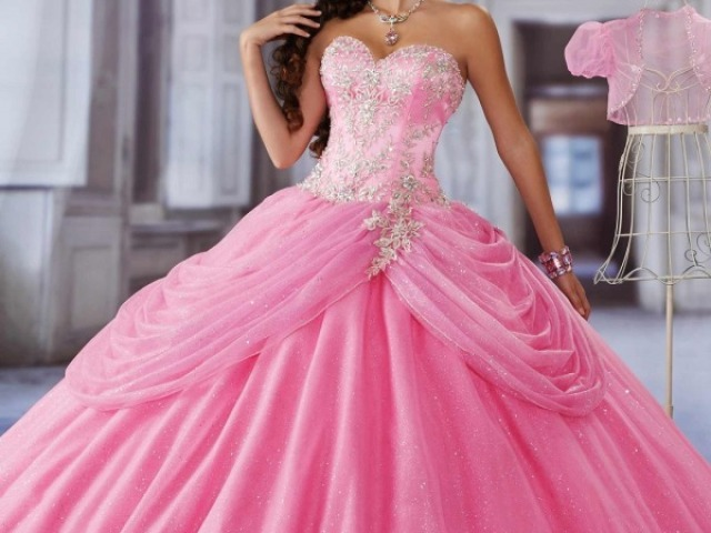Qual seria seu vestido de aniversário de 15 anos?