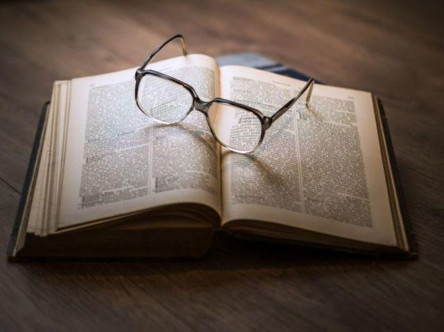 Será que você consegue ir bem nesse teste de curiosidade sobre livros?