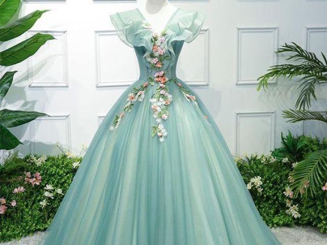 Qual vestido mais combina com você?