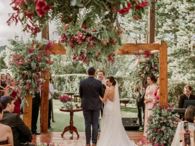 Monte seu casamento e diremos qual é o seu vestido ideal!