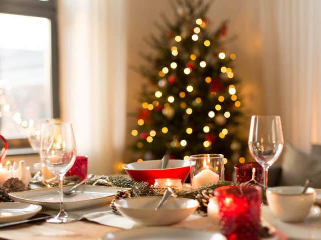 Monte sua decoração de Natal e diremos qual look você deveria usar!