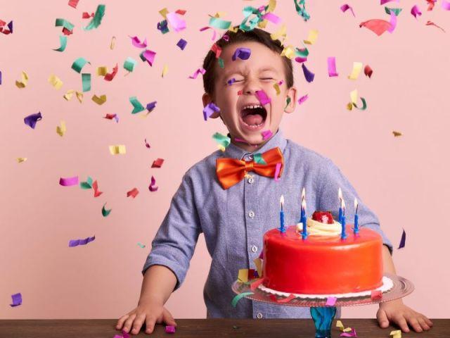 Monte sua festa de aniversário e diremos qual é a sua idade!