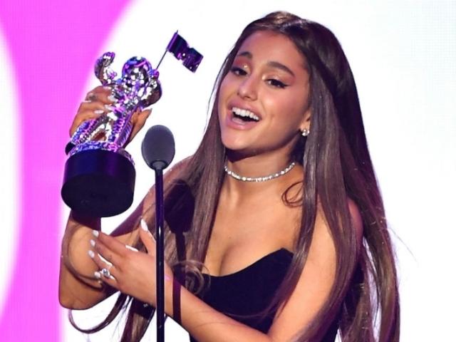 Qual look da Ariana Grande no VMA combina com você?
