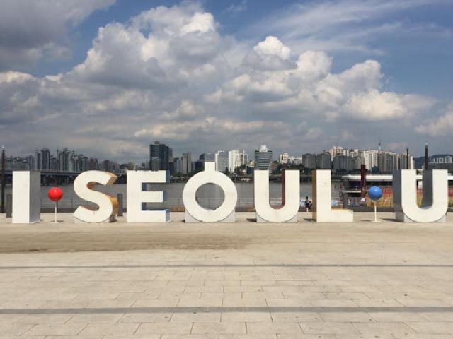 Monte a sua sessão de fotos na Coréia do Sul e descubra qual membro do BTS tiraria suas fotos!