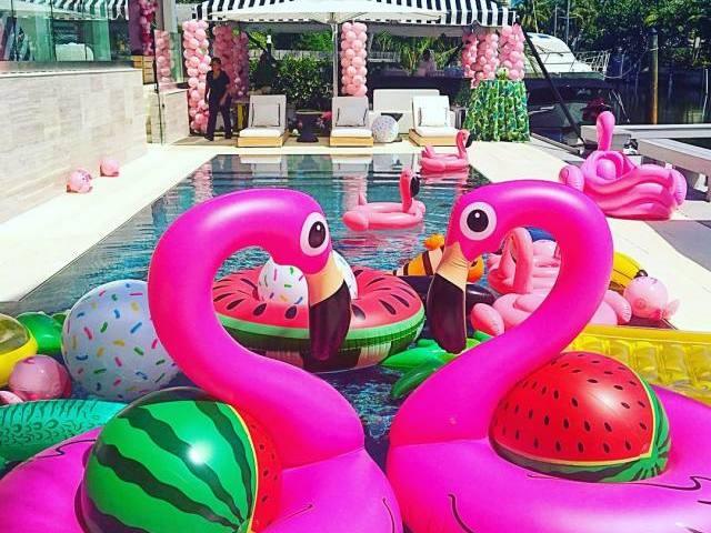 Crie sua festa na piscina!