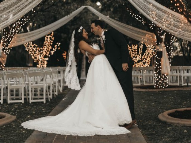 Monte seu casamento e diremos onde será a lua de mel!