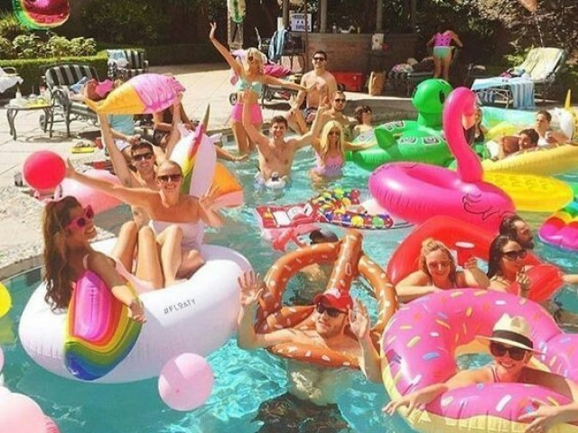 Crie sua pool party!