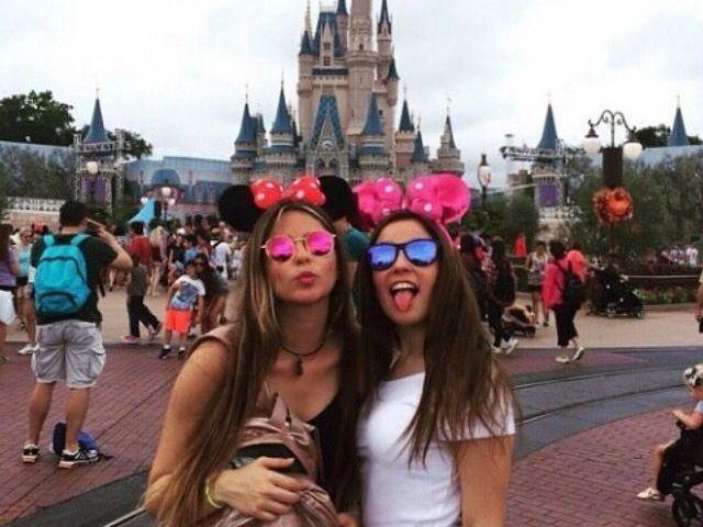 Monte sua viagem para a Disney com sua melhor amiga!
