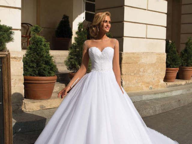 Monte seu casamento e diremos qual é o seu vestido de noiva ideal!