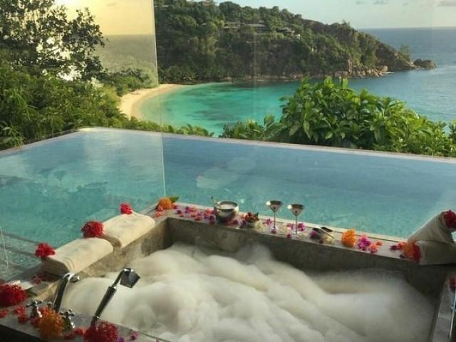 Monte seu apartamento dos sonhos e em seguida monte seu look para ir em uma festa super luxuosa!!!