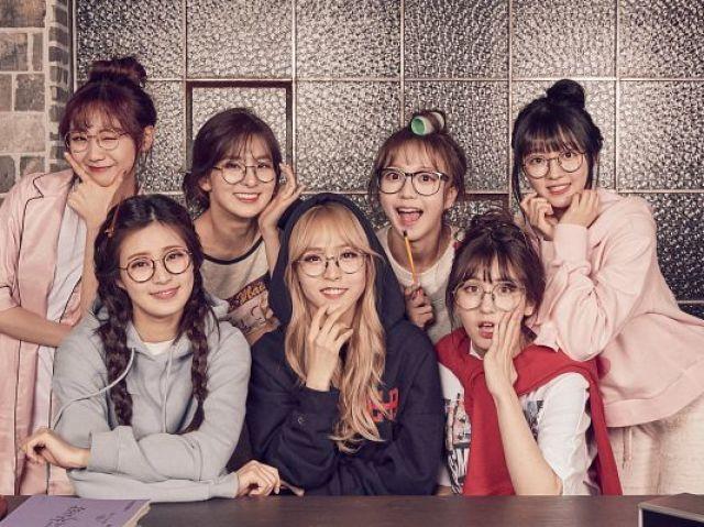 Monte a sua festa do pijama e descubra qual k-idol feminina iria!