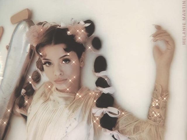 ❤Escolha algumas fotos e te indicarei uma música de Melanie Martinez❤