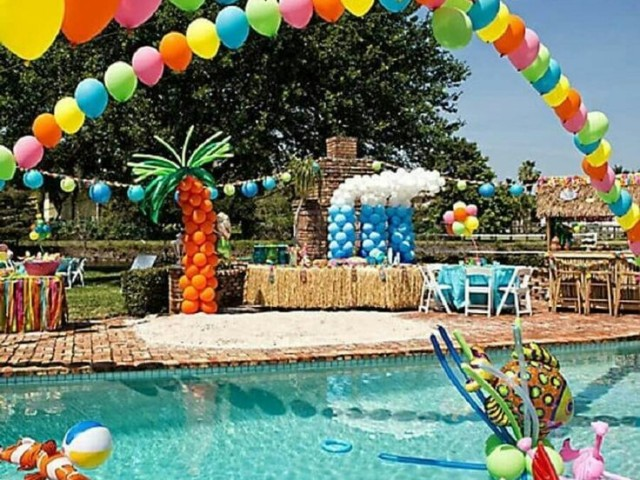 Monte sua festa na piscina