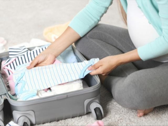 Monte a mala de maternidade da sua filha