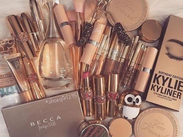Monte sua coleção de maquiagens!🍒