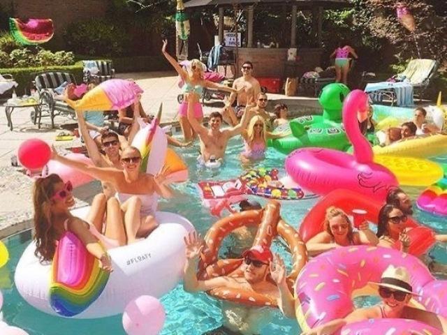 Monte sua festa na piscina 🦋