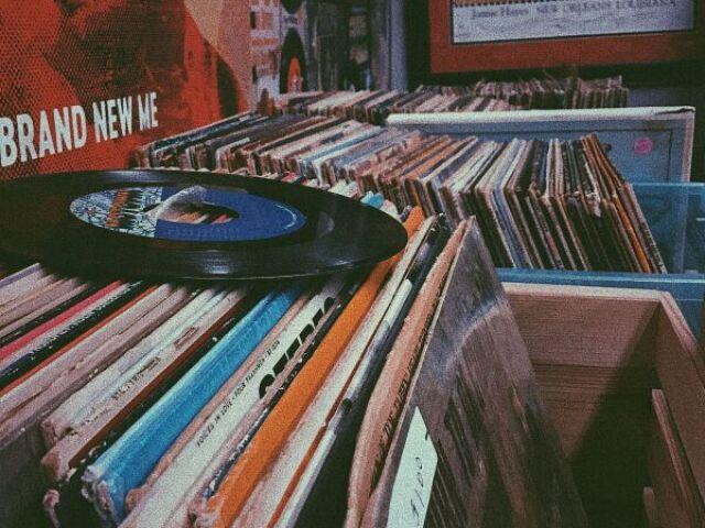 Escolha uma imagem e eu irei te recomendar uma música
