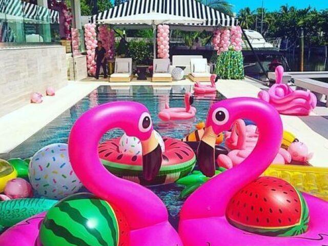 Monte sua festa na piscina!!