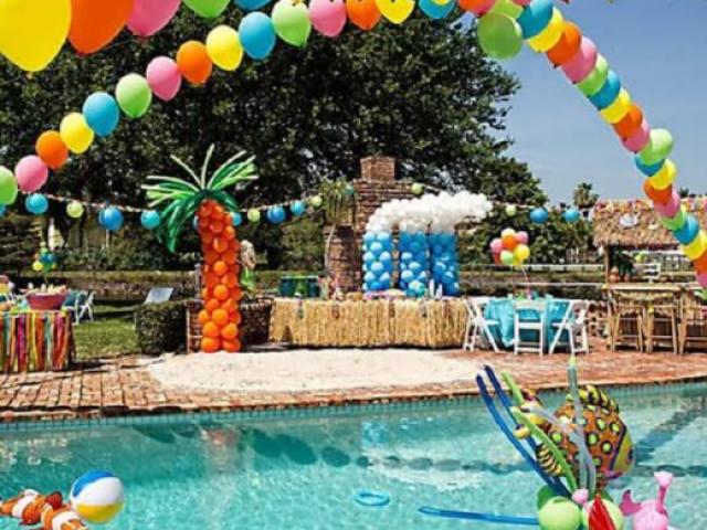 Crie sua festa na piscina