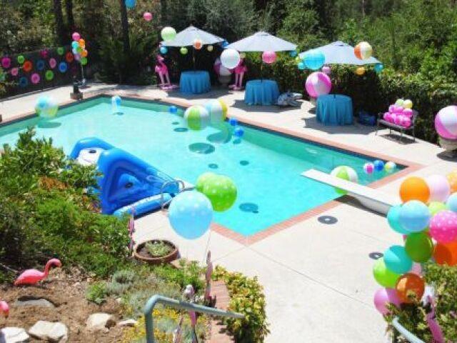 Monte sua melhor festa na piscina