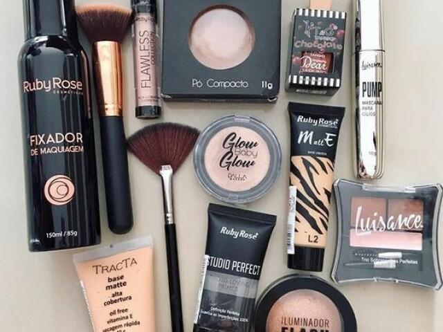 Escolha sua maquiagem! ~🦋