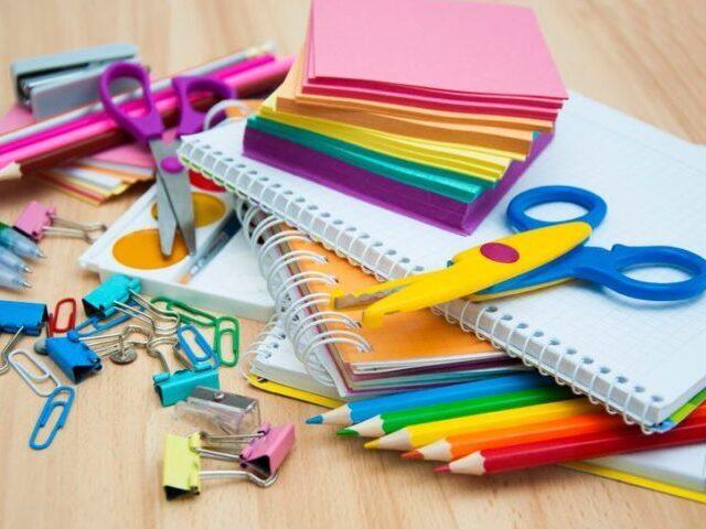 Faça seu conjunto de materiais escolares!