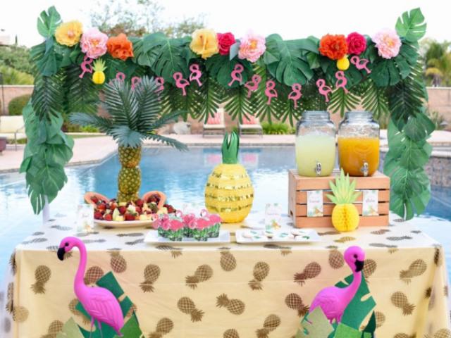 Monte a sua festa na piscina