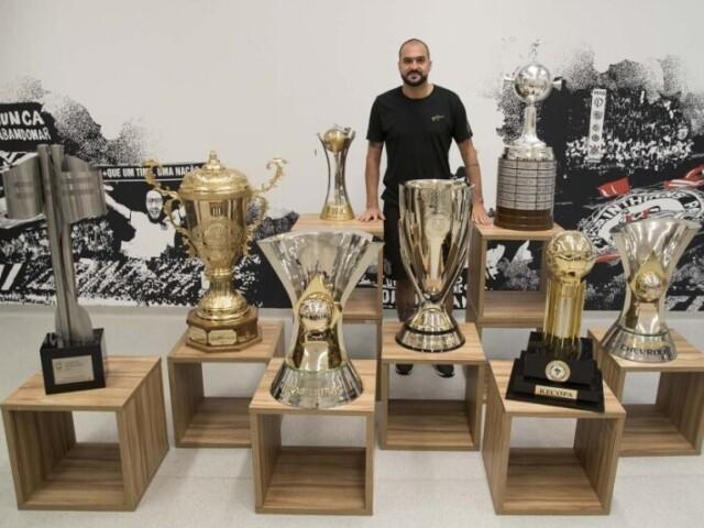 Qual o troféu Tema futebol