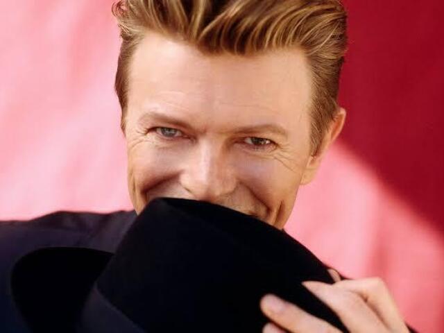 Responda 9 perguntas e eu te indico álbuns do Bowie