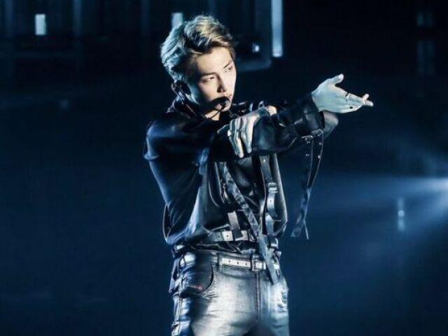 Escolha entre essas imagens e te indicarei uma música do Namjoon